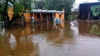 santa fe y entre rios bajo el agua: cientos de evacuados y rutas cortadas