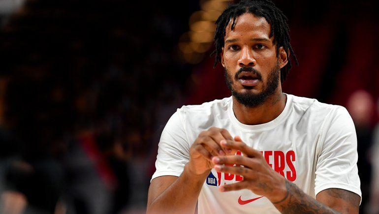 Denuncian a una figura de la NBA por agredir al hijo