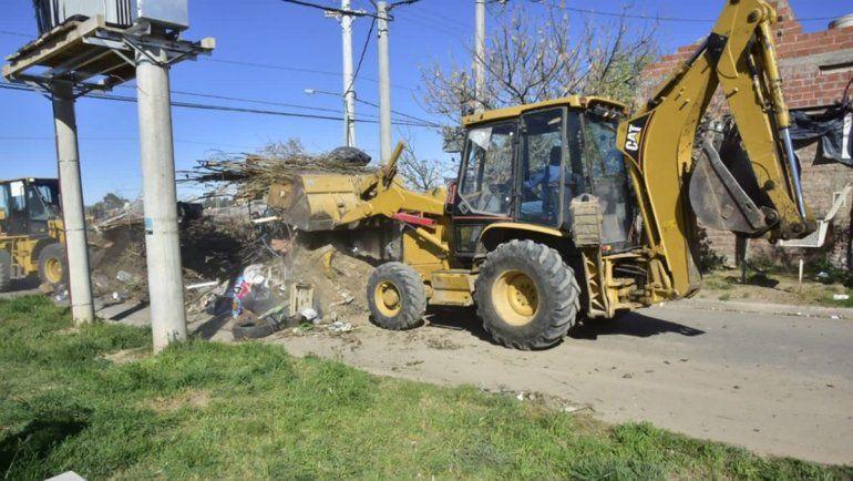 Sacaron un camión y medio de basura de una sola casa
