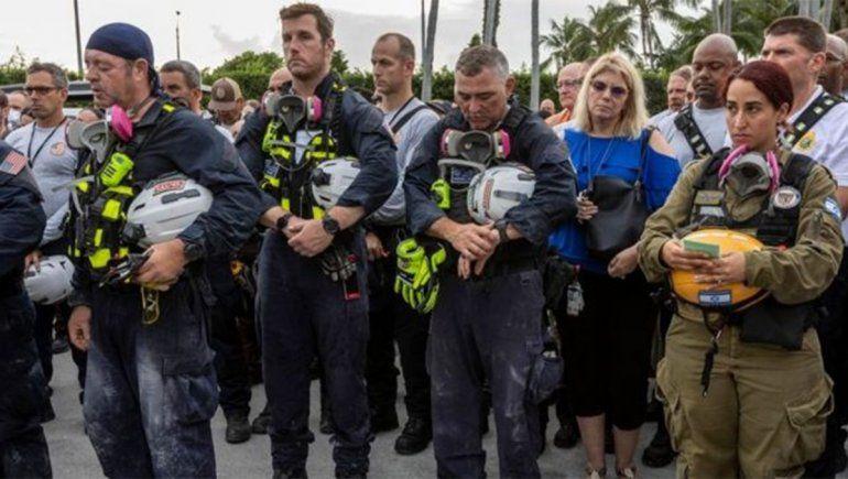 Derrumbe en Miami: con un minuto de silencio, se abandonó el rescate de sobrevivientes