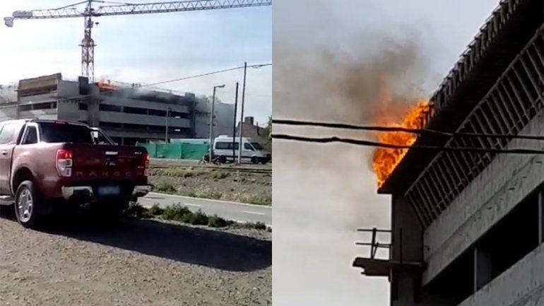 En medio del alerta por fuertes vientos, un incendio en las alturas alteró la tarde de los bomberos