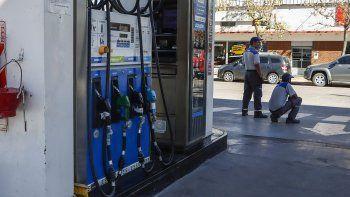 cipolletti: sin nafta en varias estaciones de servicio por los cortes de ruta