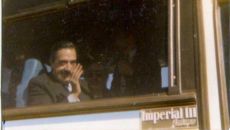 Alfonsín tras aterrizar en Cinco Saltos.