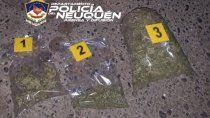 detenidos con marihuana en un auto estacionado de madrugada