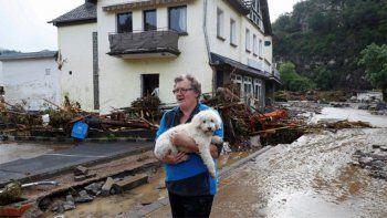 al menos 42 muertos y decenas de desaparecidos por graves inundaciones