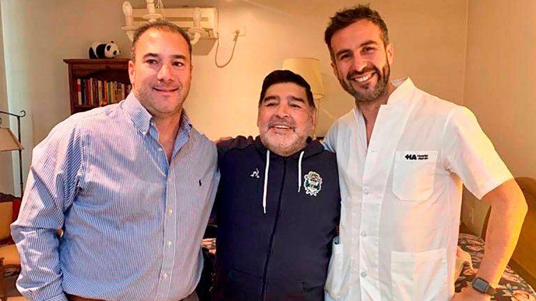 Diego y su médico personal, con el que se habría peleado la semana pasada.