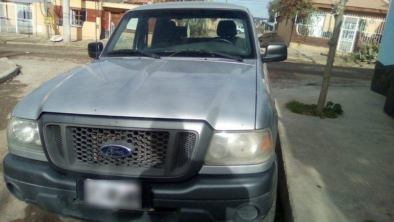 Le robaron la camioneta mientras jugaba al fútbol y la encontró desmantelada