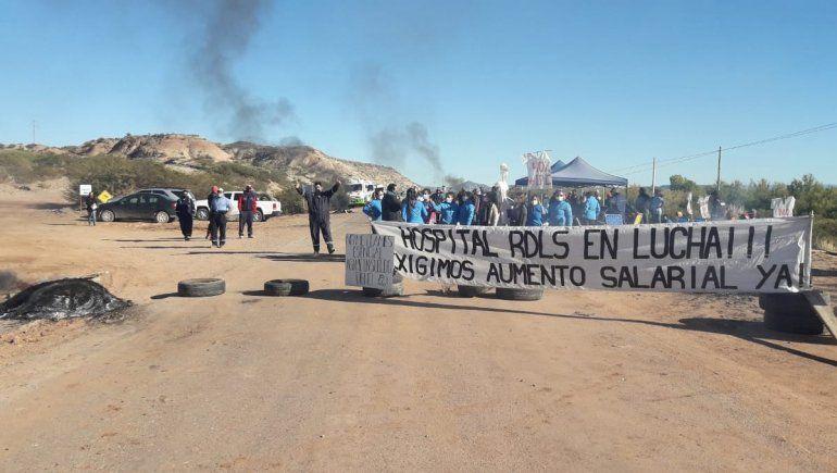 Trabajadores de Salud cortan rutas en Rincón y El Chañar