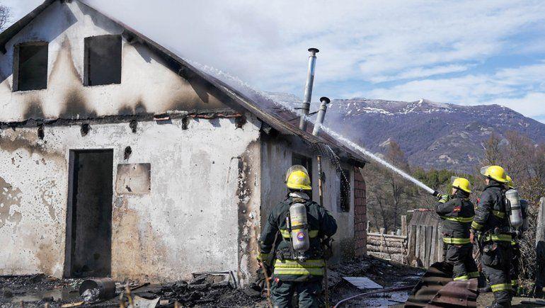 Un ciclista avisó de un incendio en la casa de una abuela en el paraje Pil Pil