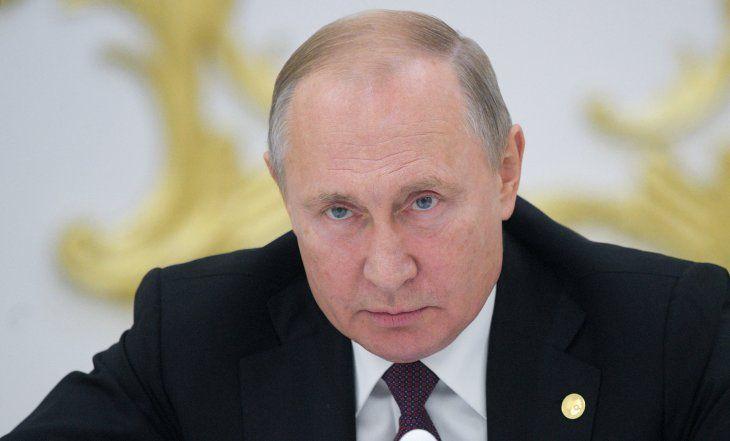 El presidente ruso Vladimir Putin asiste a una reunión de jefes de la Comunidad de Estados Independientes (CEI) en Ashgabat