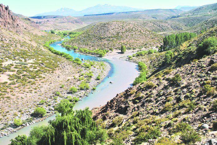 La confluencia de los ríos Neuquén y Varvarco.