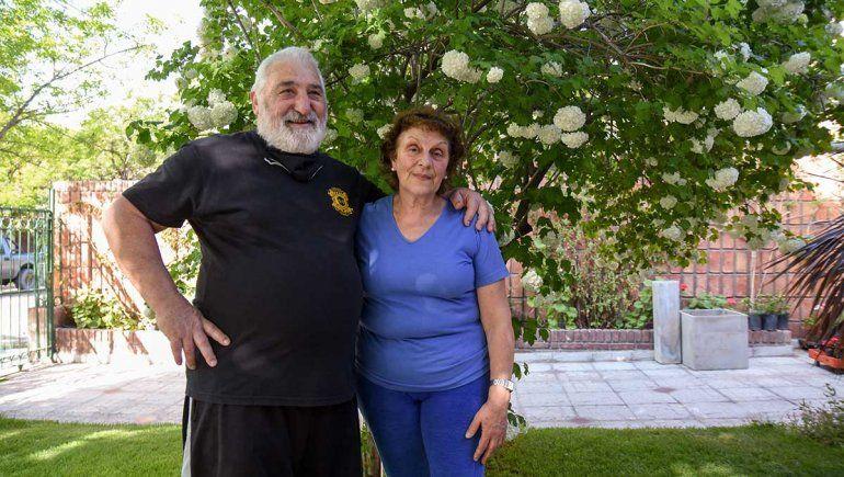 Ana María y Rubén en el vivero de la casa de Alta Barda.