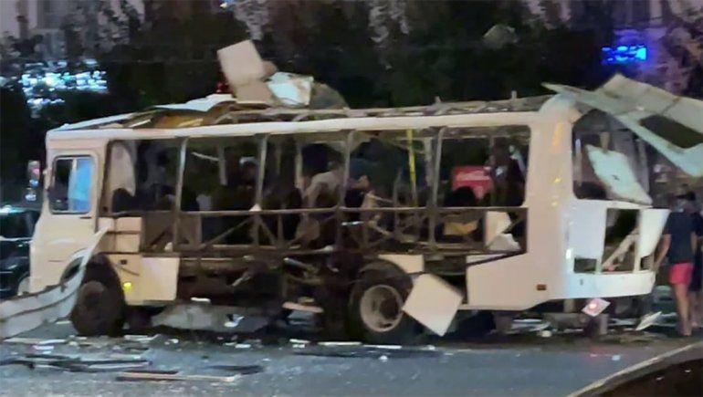 Tremendo: cuando subían los pasajeros, el colectivo explotó