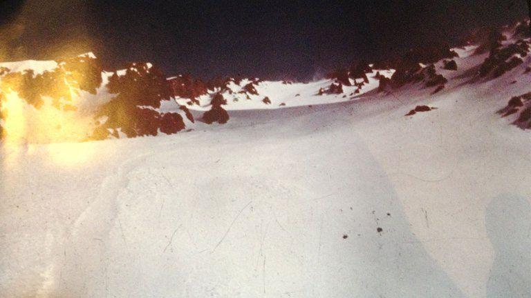 Una foto rescatada de la cámara de Roy Harley, mostrando el camino que hizo el avión tras estrellarse en los Andes.