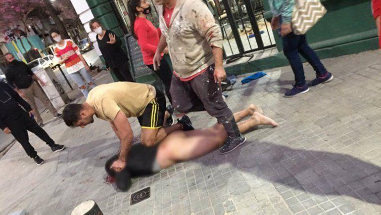 Rosario: golpearon y desnudaron a un ladrón