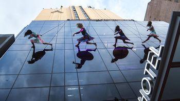 Se reinauguró el Hotel Comahue con un show en plena Avenida Argentina