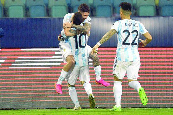 El seleccionado argentino le ganó 3-0 al de Ecuador, que en el segundo tiempo lo complicó bastante. Los goles fueron de De Paul, Lautaro y Messi.