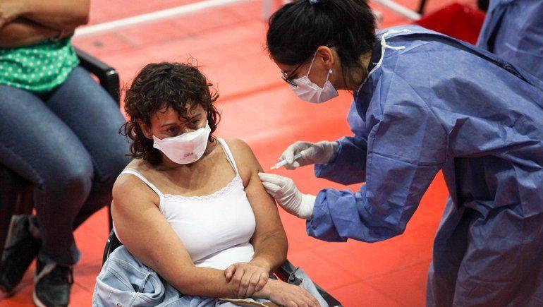 Vacunación: amplían convocatoria para trabajadores de salud