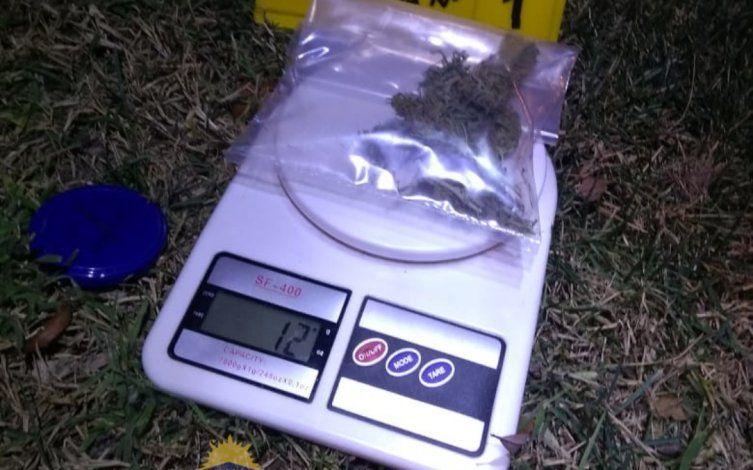 El presunto delincuente tenía droga en su poder.