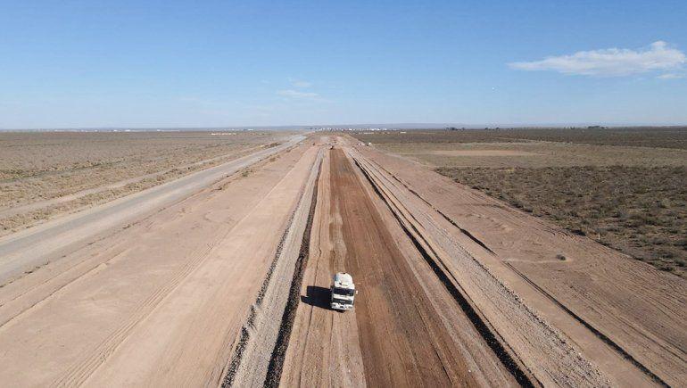 Avanzan los trabajos para la pavimentación de la ruta petrolera