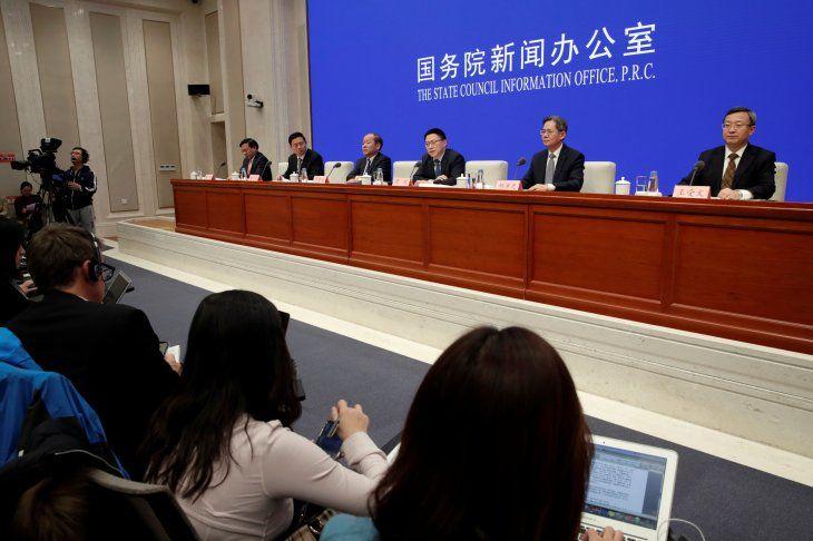 Funcionarios de varios ministerios chinos ofrecen una conferencia de prensa sobre la marcha de las negociaciones comerciales con EEUU en Pekín. 13 diciembre 2019. REUTERS/Jason Lee