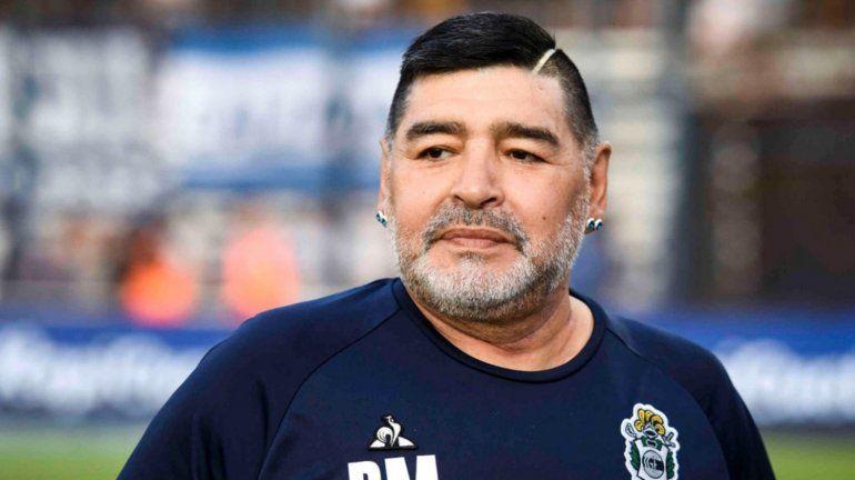Descubren nuevas falsificaciones de firmas de Diego Maradona