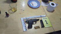 La Policía secuestró armas y diversos elementos de interés para la causa.