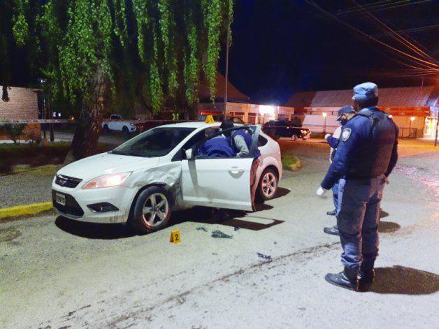 El ataque ocurrió frente a la Comisaría 25 de Junín de los Andes, hasta donde persiguió el agresor a la víctima.