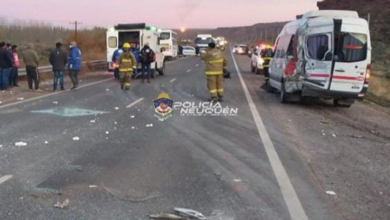 En el accidente entre un colectivo y dos Traffics 19 trabajadores del petróleo resultaron heridos.
