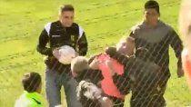 video: escandalosa y grave agresion al dt de olimpo en madryn