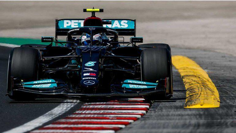 Valtteri Bottas se llevó el viernes de la Fórmula 1 en Hungría