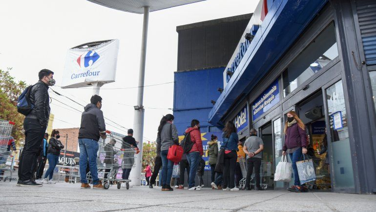 Comercios: habilitan todos los rubros los domingos y se termina el ingreso por DNI