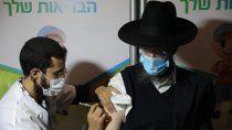 israel aprobo 3° dosis contra el coronavirus para mayores de 60 anos