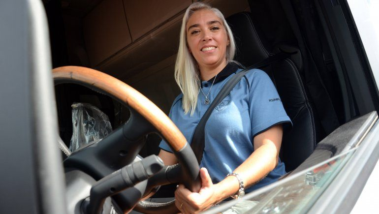 agustina saco la licencia conducir categoria e manejo profecional camiones 10jpg