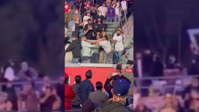 En la pelea entre Andy Ruiz y Arreola, también hubo piñas en las tribunas