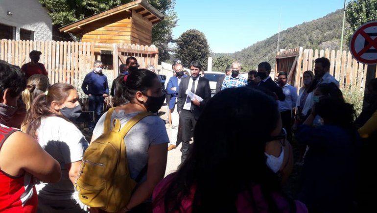 Tras la apertura de sesiones en San Martín, Saloniti recibió a un grupo de mujeres.