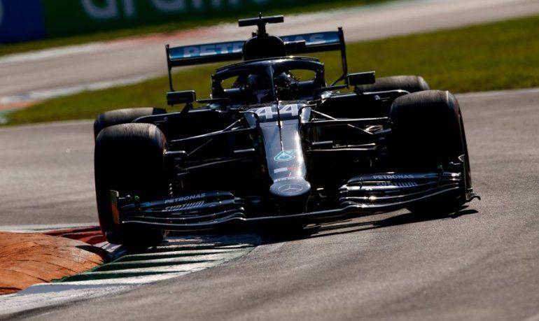 Lewis Hamilton era el gran candidato a llevarse la victoria en el Gran Premio de Italia pero una penalización le costó la carrera.