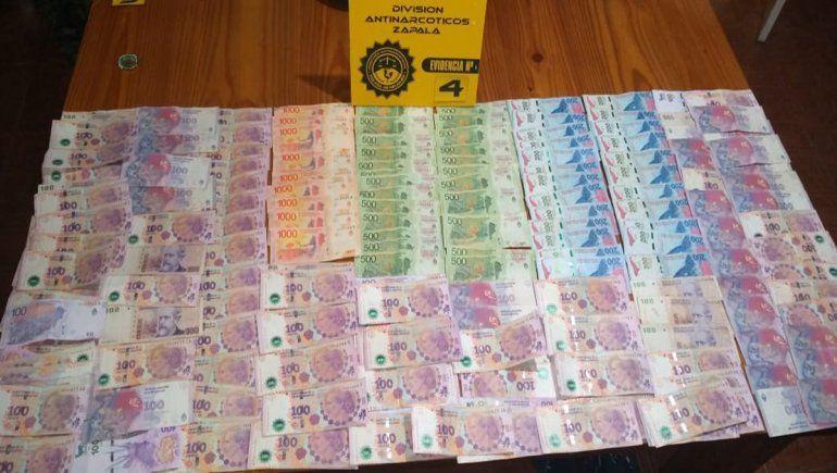 En los allanamientos realizados en Zapala la Policía secuestró drogas y una importante cantidad de dinero en efectivo, entre otros elementos de interés para la causa.