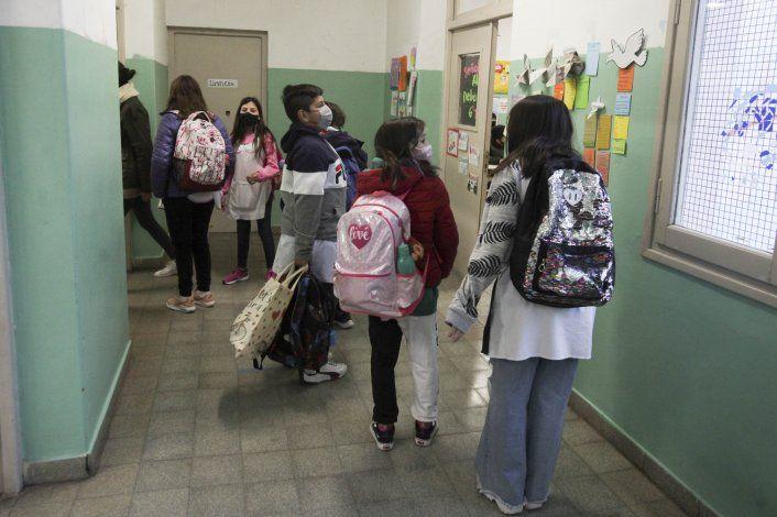 COVID: este martes vacunan a 2 mil alumnos de 21 escuelas