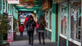 La Angostura cerró el turismo pero habilitó las reuniones sociales