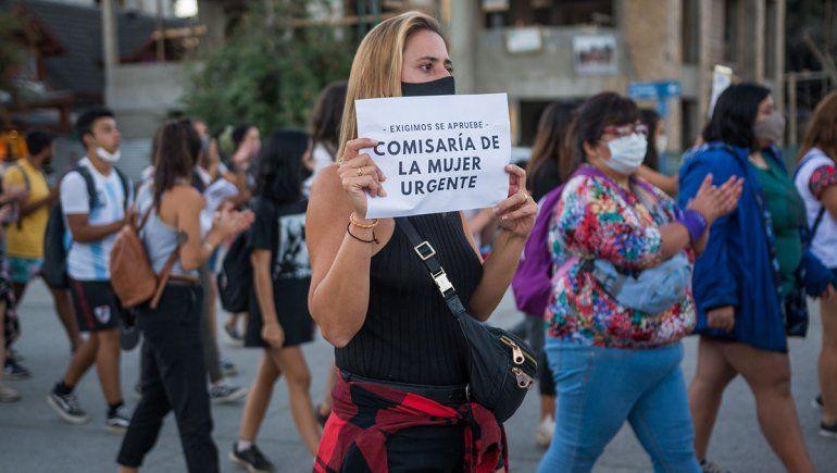 En Villa La Angostura marcharon para exigir justicia por el femicidio de Guadalupe.