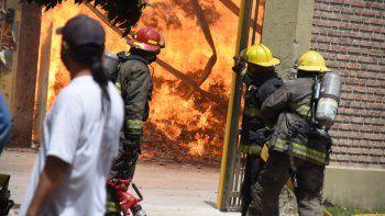 Las impactantes fotos del incendio en la empresa Cervi