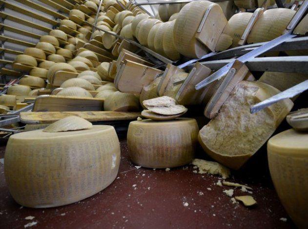 Hormas de Parmesano rotas por el terremoto