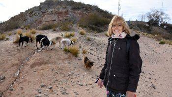 la paseadora de perros que rompe estereotipos en santa genoveva
