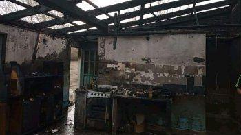 Una familia perdió todo en un incendio por una garrafa de gas