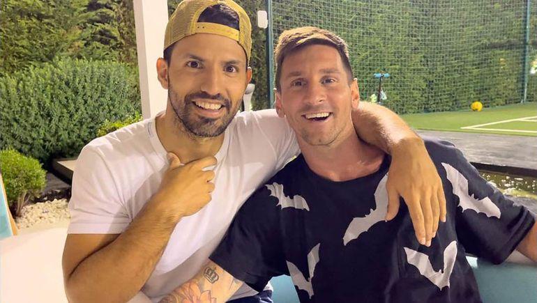 Agüero y Messi en la despedida del rosarino de Barcelona.