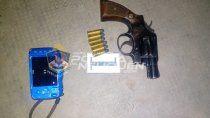 policias redujeron a un delincuente armado en plena calle