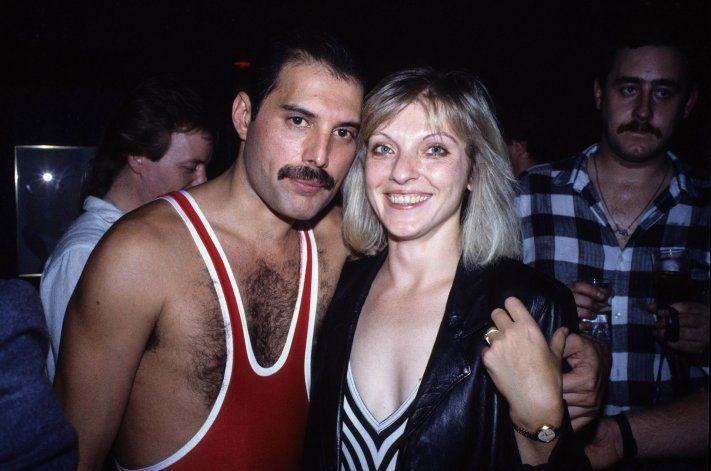 Freddie Mercury y Mary Austin, el amor de su vida que se hizo inmortal en uno de los hits de Queen.