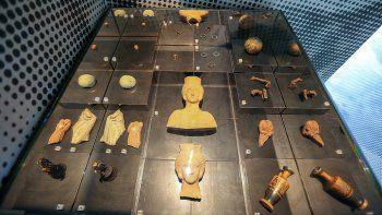 robo reliquias y las devolvio por estar malditas