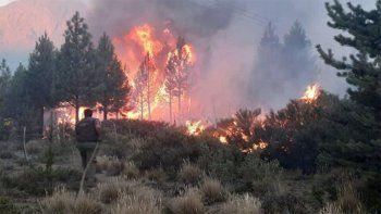 el bolson: una llovizna enfria la zona del incendio